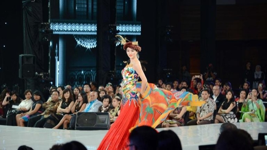 Miss China Wei Wei Yu walks on the catwalk during the Miss World contest final in Nusa Dua on Indonesia's resort island of Bali on September 24, 2013.