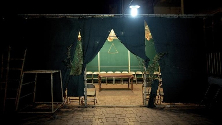 A picture taken on September 24,2013 shows a makeshift tent designated for Sukkot celebrations in the courtyard of a synagogue in downtown Tehran.