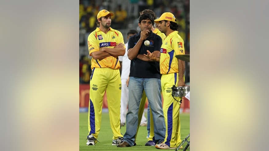 Gurunath Meiyappan (C) talks to Indian cricketers Ben Hilfenhaus (L) and MS Dhoni in Chennai on May 12, 2012.