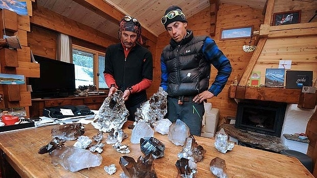 French climber finds $332,000 worth of jewels in metal box on Mont Blanc