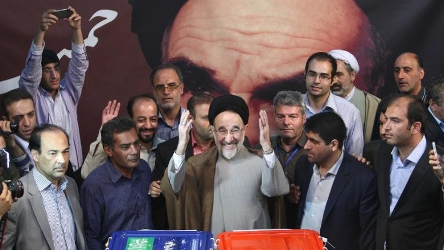 Former Iranian president Mohammad Khatami casts his vote at a polling station in Tehran on June 14, 2013
