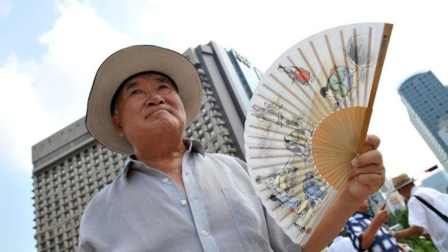 An elderly South Korean fans himself to beat a heat wave in Seoul, on August 12, 2013