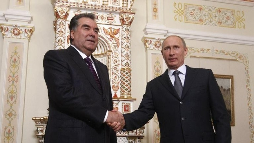 Tajik president Emomali Rakhmon (L) shakes hands with his Russian counterpart Vladimir Putin near Moscow on August 1, 2013