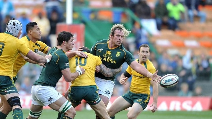 Jannie du Plessis of South Africa (C) throws the ball during the 2013 Rugby Championship match between South Africa and Australia at the Newlands Stadium on September 28, 2013 in Cape Town, South Africa.