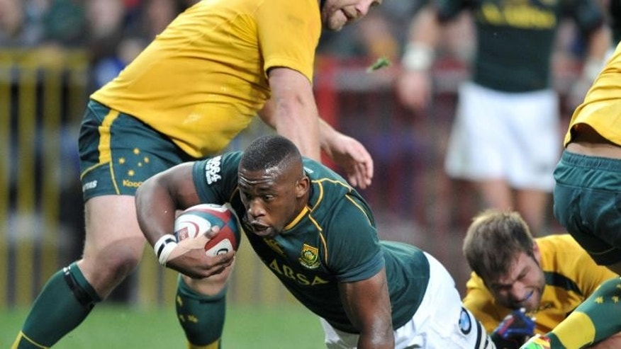 Siya Kolisi of South Africa (C) dives for the line during a 2013 Rugby Championship match against Australia at the Newlands Stadium on September 28, 2013 in Cape Town, which the Springboks won 28-8