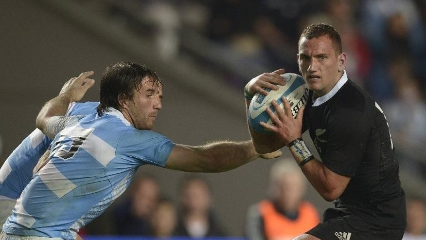 New Zealand's All Blacks fly-half Aaron Cruden (right) runs through a tackle by Argentina's Los Pumas centre Marcelo Bosch at La Plata stadium, Argentina on September 28, 2013
