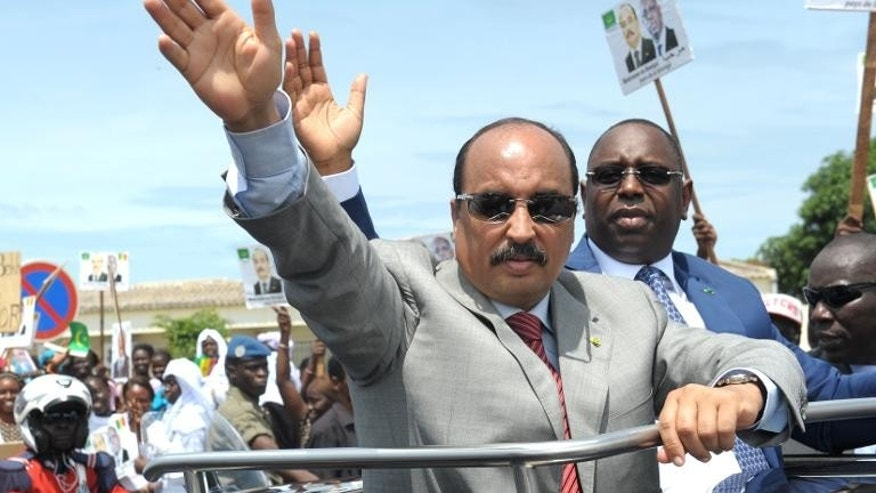 Mauritania's president Mohamed Ould Abdel Aziz waves at the Dakar airport on September 10, 2013