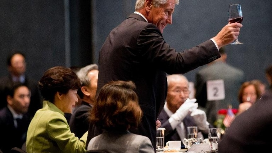 US Secretary of Defense Chuck Hagel stands for a toast to the US-South Korean partnership, next to South Korean President Park Geun-hye (L) in Seoul on September 30, 2013