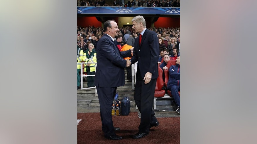 Arsenal manager Arsene Wenger (R) shakes hands with Napoli manager Rafael Benitez before the Champions League match in London on October 1, 2013
