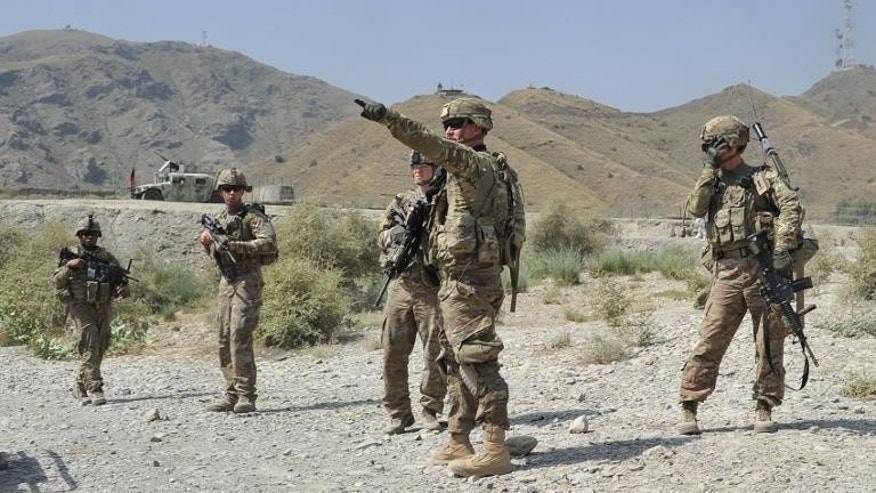 US soldiers gather after a clash between Taliban and Afghan security forces in Torkham on September 2, 2013