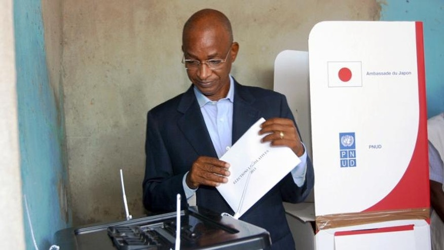 Guinean opposition leader Cellou Dalein Diallo prepares to cast his vote at a polling station in the capital Conakry on September 28, 2013