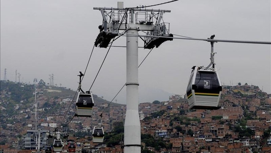 Metro lines as public-transport-system in Medellín.