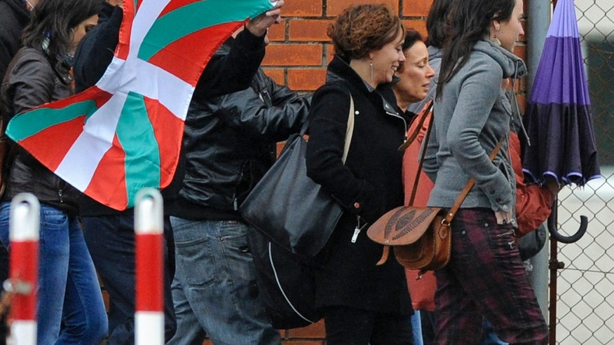 Basque separatist militant Ines del Rio (2nd R) walks with supporters after she was freed from jail in Teixeiro, October 22, 2013. Europe's top human rights court ordered Spain on Monday to release the Basque separatist militant, saying her extended detention was illegal, a ruling victims groups warned would let dozens of prisoners walk free.The Strasbourg-based court also told Madrid to pay 30,000 euros ($41,100) compensation to Del Rio, who was jailed in 1989 for her role in 23 assassinations and car bombings carried out by the Basque independence movement ETA. Del Rio had been scheduled for early release in 2008, but courts extended her detention and those of dozens of other ETA members. REUTERS/Eloy Alonso (SPAIN - Tags: POLITICS CIVIL UNREST CRIME LAW)