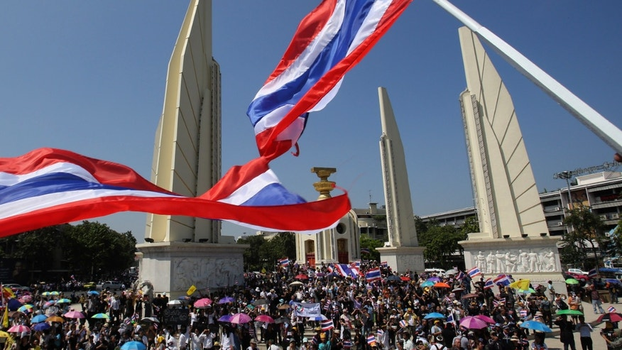 Anti-government demonstrators march rally in front Democracy monument in Bangkok, Thailand Monday, Nov. 4, 2013. Thousands of demonstrators took part in the peaceful rally against the government-proposed amnesty bill on the capital's main streets.(AP Photo/Sakchai Lalit)