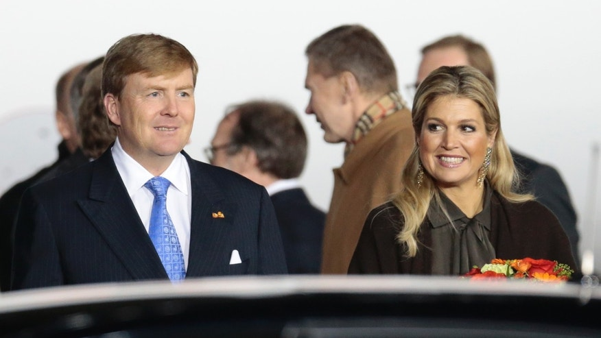 Dutch King Willem-Alexander and Queen Maxima walk to a car after their arrival to Vnukovo II airport outside Moscow, Russia, on Friday, Nov. 8, 2013. (AP Photo/Ivan Sekretarev)