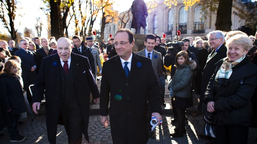 French president Francois Hollande walks away after paying his respects at a war memorial during the the Armistice Day ceremonies marking the end of World War I, in Paris, Monday, Nov. 11, 2013. (AP Photo/Lionel Bonaventure, Pool)