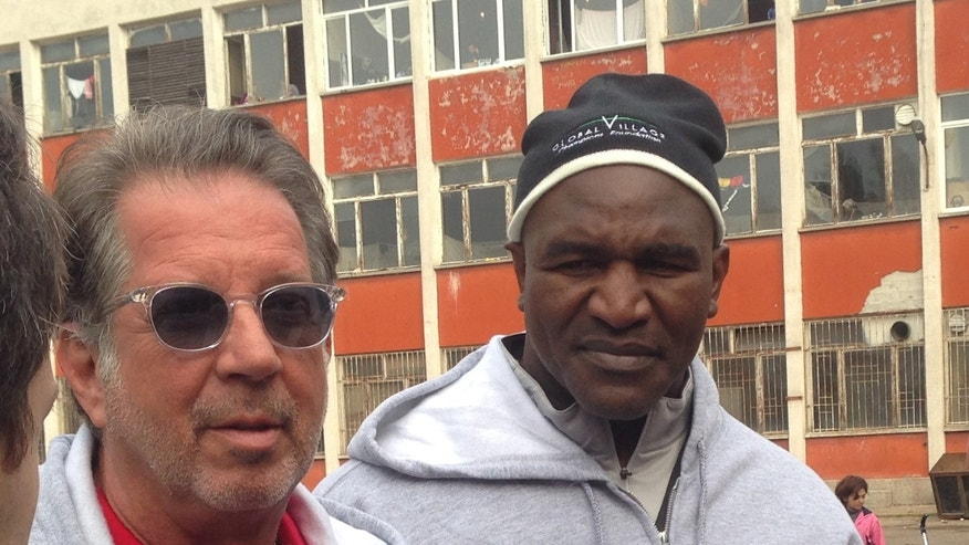 Rocker-turned humanitarian Yank Barry (l.), and former heavyweight champion Evander Holyfield (r.), are helping Syrian refugees in Bulgaria.