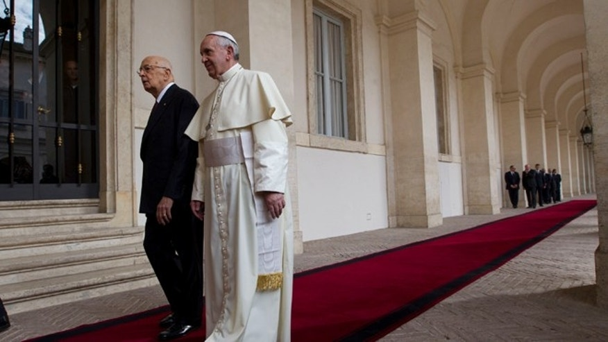 Pope Francis  is welcomed by Italian president Giorgio Napolitano as he arrives for an official visit at Quirinale Presidential palace in Rome, Thursday, Nov. 14, 2013. (AP Photo/Alessandra Tarantino)