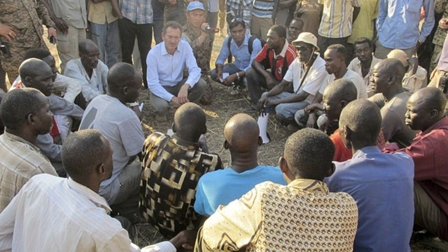 December 24, 2013: The U.N.'s top humanitarian official in South Sudan, Toby Lanzer, center-left, makes a visit to assess the humanitarian situation at the U.N. compound where many displaced have sought shelter in Bentiu, in oil-rich Unity state, in South Sudan. (AP/UNMISS)