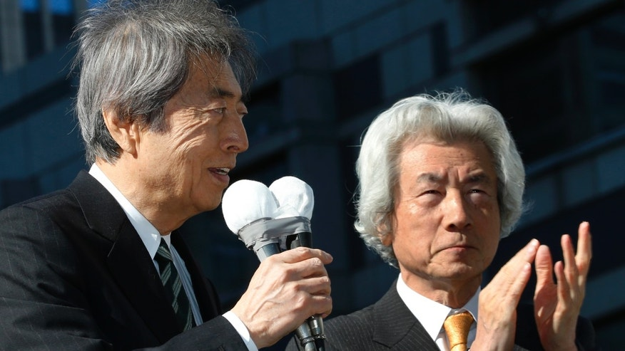FILE - In this Jan. 23, 2014 file photo, Japan's former Prime Minister Morihiro Hosokawa, left, accompanied by former Prime Minister Junichiro Koizumi, speaks to people as he kicks off his Tokyo gubernatorial election campaign in Tokyo.  Two charismatic former prime ministers, Hosokawa and Koizumi,  joining forces on a rare anti-nuclear power ticket are pitted against a former health minister and a human-rights activist in the election to lead Japan's capital.  (AP Photo/Shizuo Kambayashi, File)