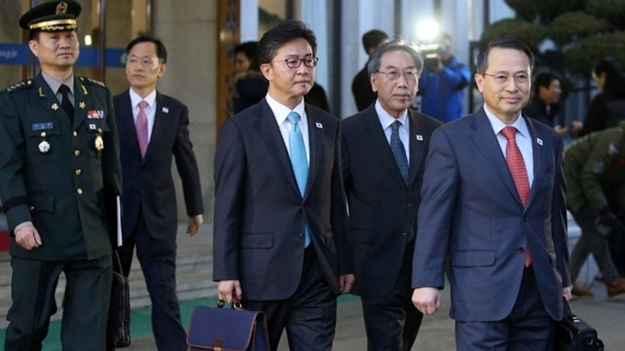 February 12, 2014: South Korean delegates leave for the border village of the Panumjom to meet their North Korean counterparts, at the Office of the South Korea-North Korea Dialogue in Seoul. (AP Photo/Yonhap, Kim Ju-song) KOREA OUT