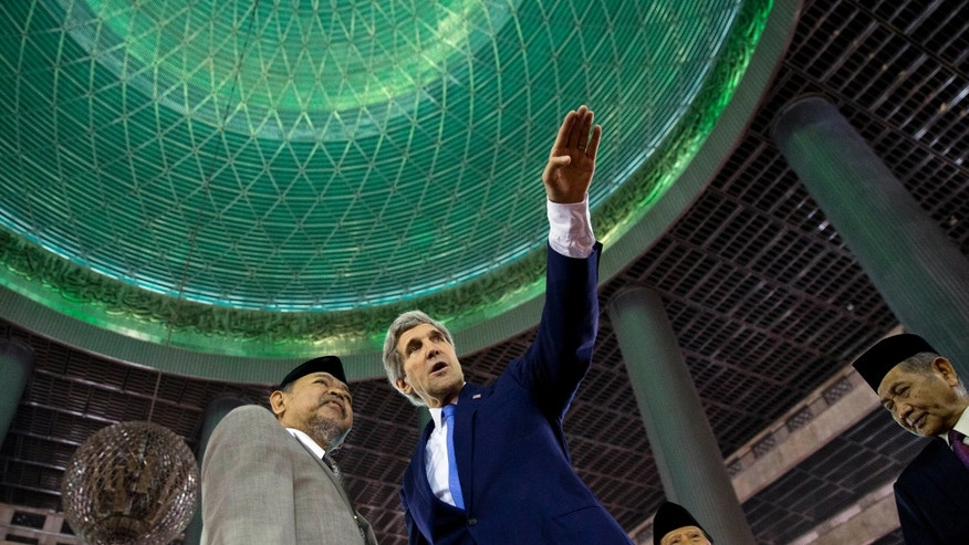 U.S. Secretary of State John Kerry, right, tours the Istiqlal Mosque with Grand Imam K.H. Ali Mustafa Yaqub on Sunday, Feb. 16, 2014, in Jakarta. The Istiqlal Mosque is the largest mosque in Southeast Asia, capable of holding 120,000 people, and is the National Mosque of Indonesia. (AP Photo/ Evan Vucci, Pool)