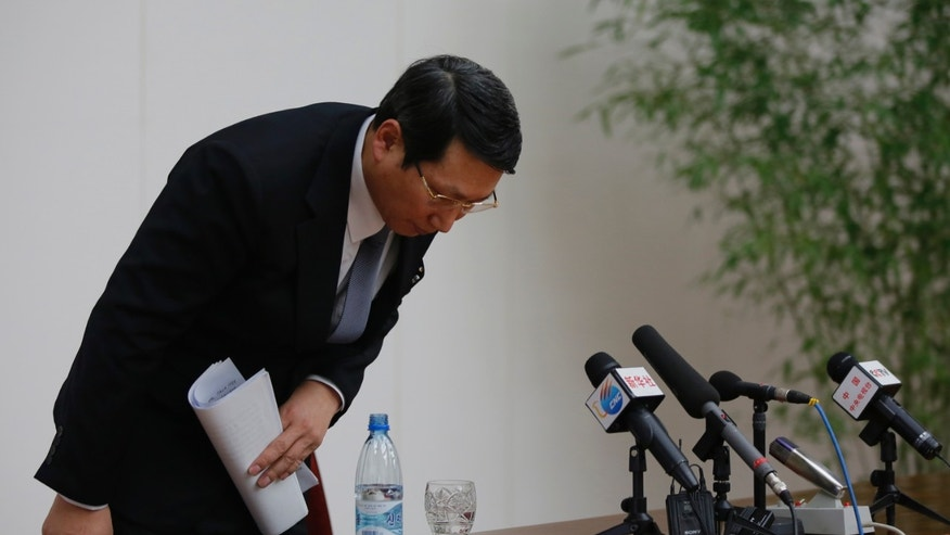 """Kim Jung Wook, a South Korean Baptist missionary, bows before he leaves a news conference in Pyongyang, North Korea, Thursday, Feb. 27, 2014. Kim who was arrested more than four months ago for allegedly trying to establish underground Christian churches in North Korea told reporters Thursday he is sorry for his """"anti-state"""" crimes and appealed to North Korean authorities to show him mercy by releasing him from their custody. (AP Photo/Vincent Yu)"""