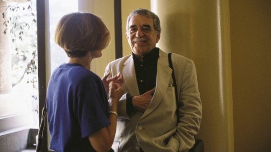 Gabriel Garcia Marquez and Pilar Miro in the Circle of Fine Arts (Madrid)  (Photo by JMN/Cover/Getty Images)