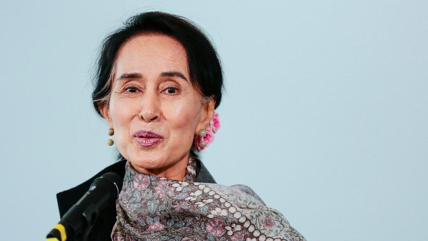 Myanmar Opposition Leader Aung San Suu Kyi briefs the media prior to a meeting with German Chancellor Angela Merkel at the chancellery in Berlin, Thursday, April 10, 2014. (AP Photo/Markus Schreiber)