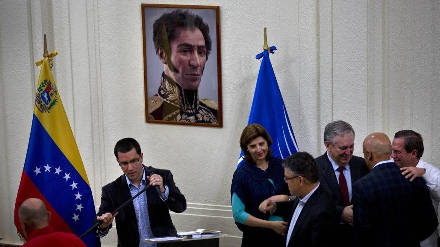 Venezuela's Vice President Jorge Arreaza, center, accompanied of Ecuador's Foreign Minister Ricardo Patino, right, Brazil's Foreign Minister Luiz Alberto Figueiredo, third right, Venezuela's Foreign Minister Elias Jaua, fourth right, and Colombia's Foreign Minister Maria Angela Holguin, fifth right, prepares to speak to the media after a closed door meeting between the government and opposition representatives in Caracas, Venezuela, Tuesday, April. 15, 2014. Venezuela's opposition resumed negotiations with the government Tuesday amid rising doubts that the talks will produce a long-sought political opening. (AP Photo/Ramon Espinosa)