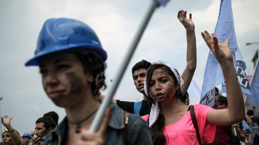 Thousands of people march to protest the Soma mine disaster that killed 301 miners last week, in Istanbul, Turkey, Sunday, May 25, 2014. (AP Photo/Emrah Gurel)