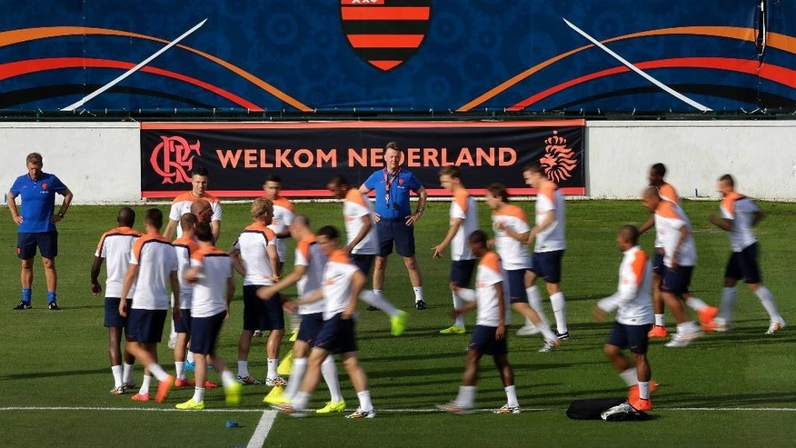 Louis van Gaal, coach of the Netherlands soccer team, center, watches his team during a training session in Rio de Janeiro, Brazil, Friday, June 6, 2014. The Netherlands plays in group B of the 2014 soccer World Cup. (AP Photo/Wong Maye-E)
