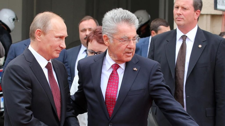 Austrian President Heinz Fischer, right, welcomes Russian President Vladimir Putin, left, during a welcoming ceremony in front of the Hofburg palace in Vienna, Austria, Tuesday, June 24, 2014. (AP Photo/Ronald Zak)