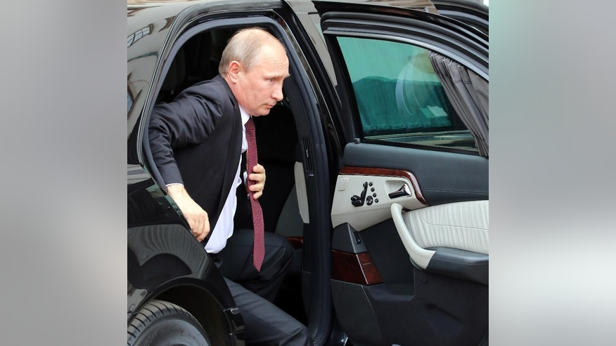 Russian President Vladimir Putin  arrives for a meeting with Austrian President Heinz Fischer in front of the Hofburg palace in Vienna, Austria, Tuesday, June 24, 2014. (AP Photo/Ronald Zak)