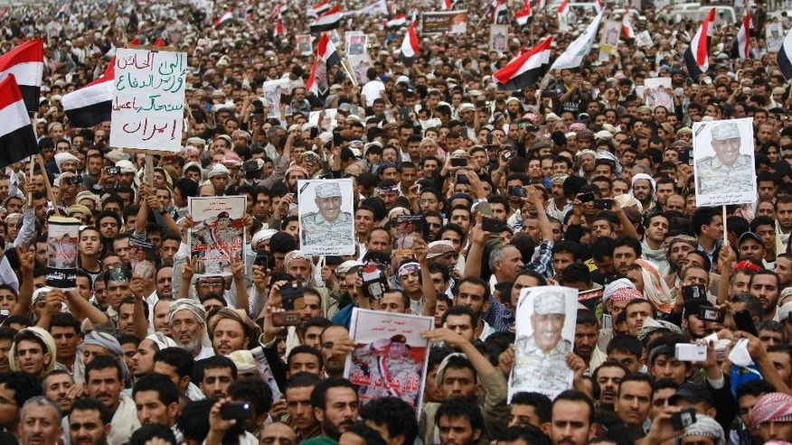 Yemenis attend the funeral procession of army commander Brigadier General Hameed Al-Qushaibi, who was killed in recent fighting against Shiite fighters, in Sanaa, Yemen, Wednesday, July 23, 2014. (AP Photo/Hani Mohammed)