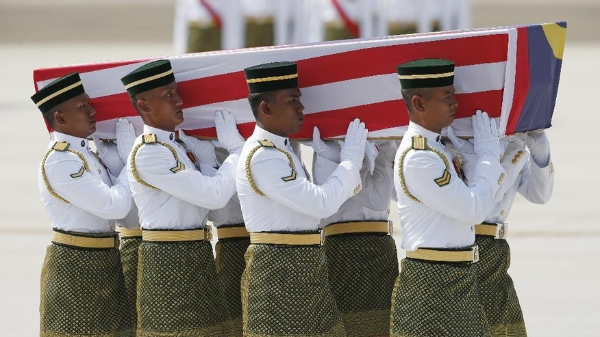 Malaysian Army soldiers carry a coffin containing one of the bodies of the downed MH17 flight upon arrival at Kuala Lumpur International Airport in Sepang, Malaysia, Friday, Aug. 22, 2014. The bodies and ashes of 20 Malaysians killed when Malaysian Airlines Flight 17 was shot down over Ukraine in July have arrived in Kuala Lumpur, the first repatriation of victims from the flight to the country. (AP Photo/Vincent Thian)