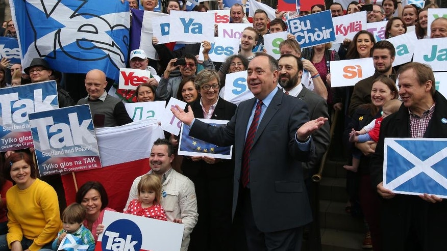 """In this photo taken on Tuesday, Sept. 9, 2014, Scottish First Minister Alex Salmond meets with Scots and other European citizens to celebrate European citizenship and """"Scotland's continued EU membership with a Yes vote"""" at  Parliament Square in Edinburgh. (AP Photo/PA, Andrew Milligan) UNITED KINGDOM OUT, NO SALES, NO ARCHIVE"""