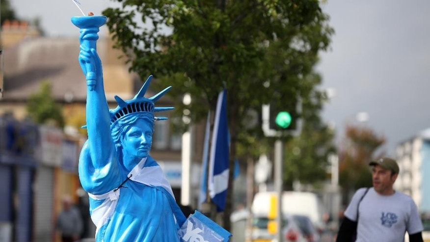 A YES campaign Statue of Liberty on display in Niddrie a suburb of Edinburgh, Scotland, Tuesday, Sept. 16, 2014.  The two sides in Scotland's independence debate scrambled Tuesday to convert undecided voters, with just two days to go until a referendum on separation.  The pitch of the debate has grown increasingly urgent. Anti-independence campaigners argue that separation could send the economy into a tailspin, while the Yes side accuses its foes of scaremongering.  (AP Photo/David Cheskin)