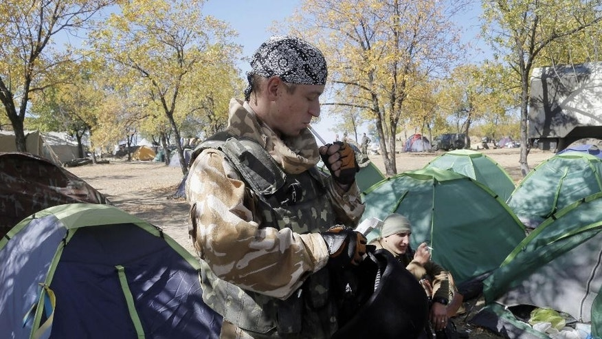 Ukrainian army paratroopers smoke cigarettes, at their position in Debaltsevo, Donetsk's region, Ukraine, Thursday, Sept. 18, 2014. The cease-fire between the separatists and the Ukrainian military in eastern Ukraine has largely held. (AP Photo/Efrrem Lukatsky)