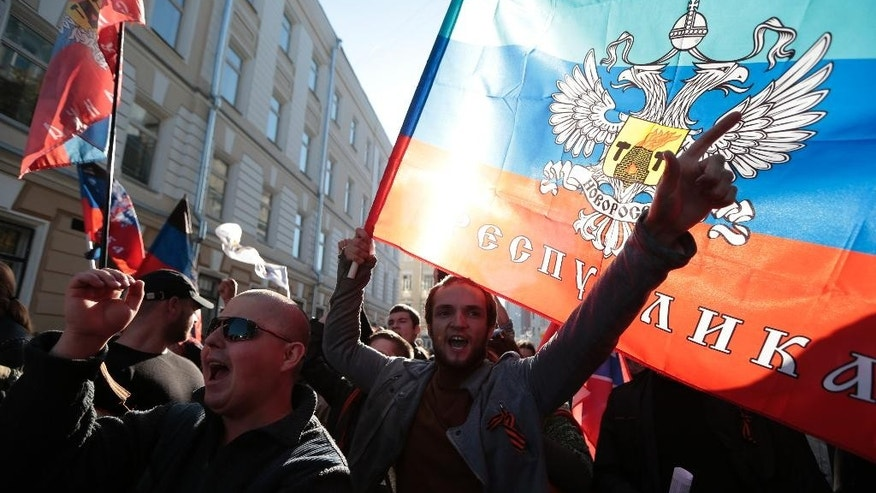 Anti-rally demonstrators gather at the beginning of an anti-war rally and march in downtown Moscow, Russia, Sunday, Sept. 21, 2014. (AP Photo/Ivan Sekretarev)