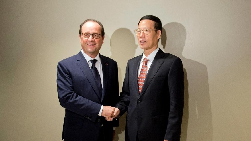 French president Francois Hollande shakes hands  China's Vice President Zhang Gaoli, upon his arrival for a meeting, as part of the 69th United Nations General Assembly at the United Nations Tuesday, Sept. 23, 2014. (AP Photo/Alain Jocard, Pool)