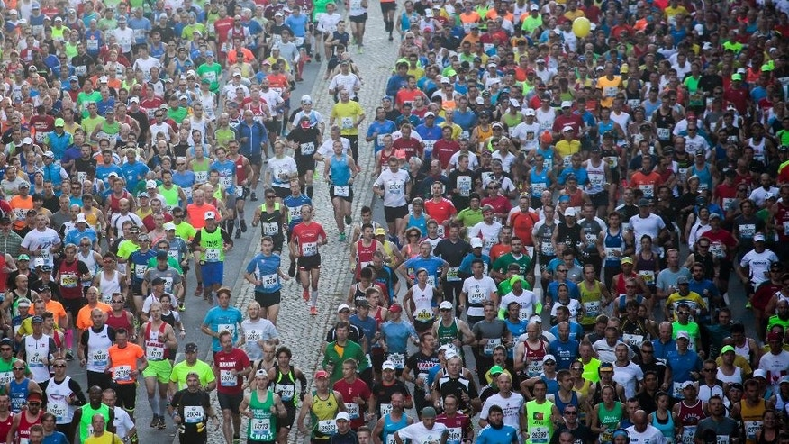 Runners start the 41st Berlin Marathon in Berlin, Germany, Sunday, Sept. 28, 2014. (AP Photo/Markus Schreiber)