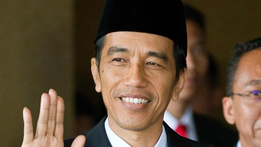 Joko Widodo waves ahead of his swearing in as Indonesia's seventh president at Parliament in Jakarta, Indonesia, Monday, Oct. 20, 2014. (AP Photo/Mark Baker)