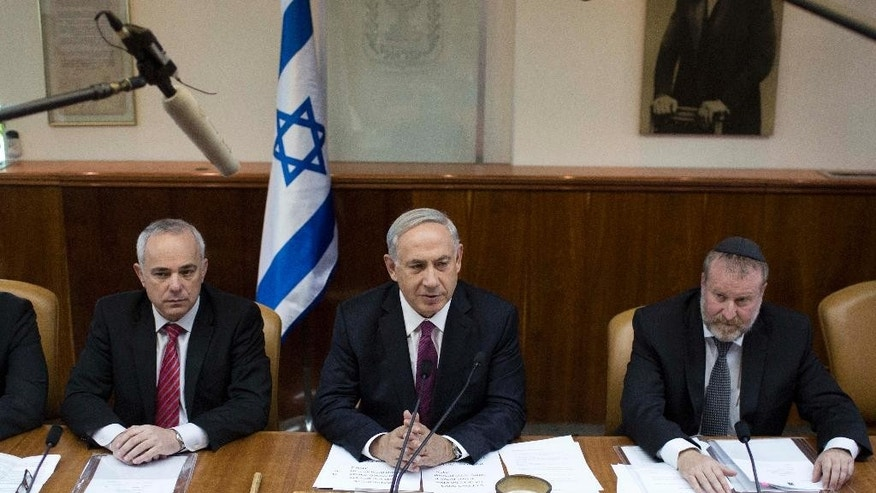 Israel's Prime Minister Benjamin Netanyahu, center, chairs the weekly cabinet meeting in Jerusalem, Sunday, Oct. 26, 2014. (AP Photo/Abir Sultan, Pool)