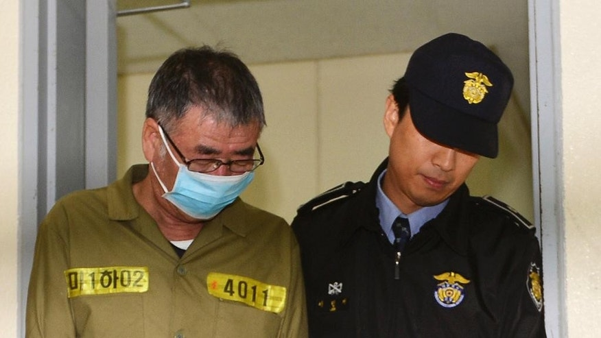 Lee Joon-seok, the captain of the sunken South Korean ferry Sewol, left, arrives at Gwangju District Court in Gwangju, South Korea, Monday, Oct. 27, 2014. South Korean prosecutors demanded the death penalty for the captain of a doomed ferry and life sentences to three key crew members, arguing Monday they are responsible for April's sinking that killed more than 300 people, news reports said. (AP Photo/Yonhap, Park Chul-hong)   KOREA OUT
