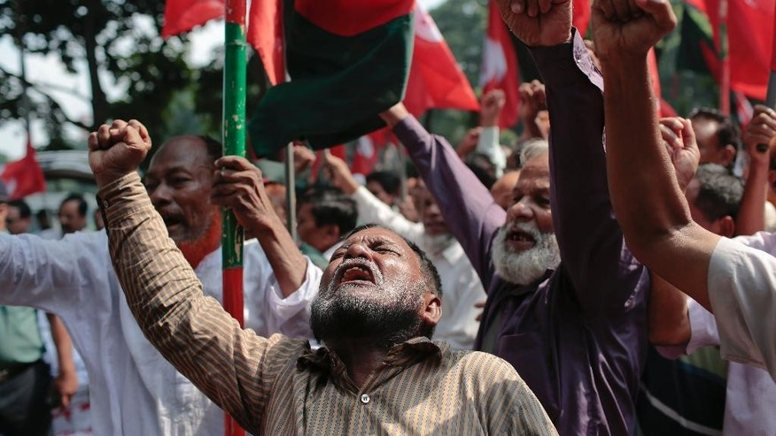 Bangladeshi activists shout slogans demanding punishment for those guilty outside a special war crimes tribunal as they await a verdict in Dhaka, Bangladesh, Sunday, Nov. 2, 2014. A special tribunal in Bangladesh sentenced to death a senior leader of the country's largest Islamist party on Sunday, the second death sentence in a week for mass killings during the nation's 1971 independence war against Pakistan.  (AP Photo/A.M. Ahad)