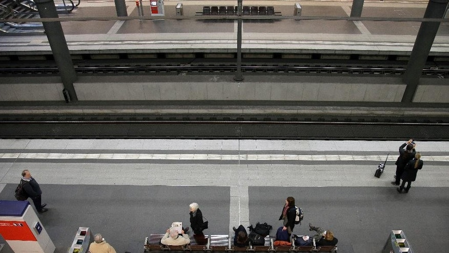 Travellers wait on a platform at the main railway station in Berlin, Germany, Thursday, Nov. 6, 2014. A union representing German train drivers on Tuesday called its members out on a four-day strike, escalating a bitter contract dispute with the national railway operator just as the government considers how to rein in the power of small unions. The GDL union said the strike will run from early Thursday morning until Monday, Nov. 10. It follows a series of shorter strikes, including a two-day walkout last month. (AP Photo/Michael Sohn)