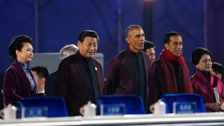 U.S. President Barack Obama, center, stands with Chinese President Xi Jinping, second left, with his wife Peng Liyuan, left, and Indonesian President Joko Widodo, second right, with his wife Iriana as they arrive to watch a fireworks show after the welcome banquet for the Asia Pacific Economic Cooperation (APEC) summit in Beijing, China Monday, Nov. 10, 2014. (AP Photo) CHINA OUT