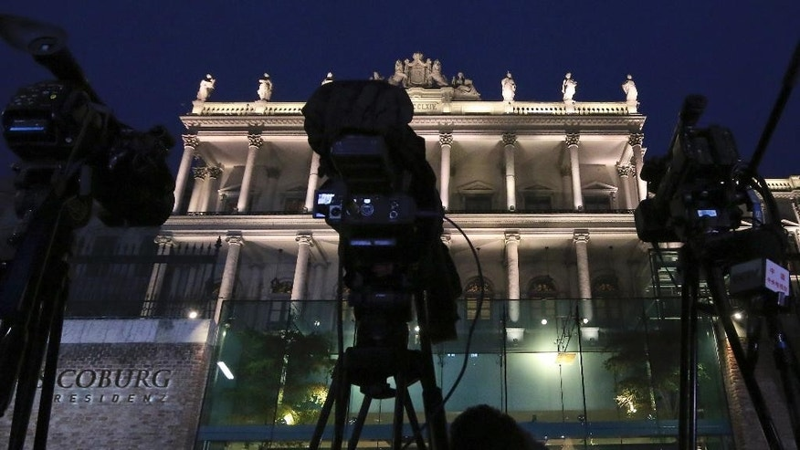 Cameras stand in front of Palais Coburg as the media wait outside the location of closed-door nuclear talks with Iran are taking place in Vienna, Austria, Sunday, Nov. 23, 2014. (AP Photo/Ronald Zak)