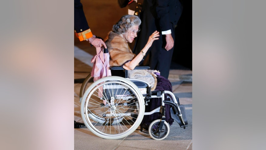 In this Oct. 19, 2012 file photo, Queen Fabiola of Belgium arrives for dinner at the Royal Palace on occasion of the wedding of Luxembourg's Prince Guillaume and Countess Stephanie in Luxembourg. Queen Fabiola, wife of former King Baudouin died at the age of 86 on Friday, Dec. 5, 2014. (AP Photo/Michael Probst, file)